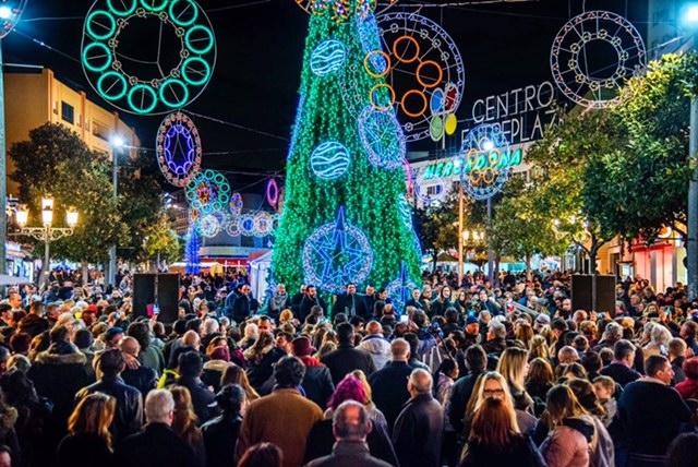 Torremolinos inaugura el alumbrado artístico navideño con 127.576 puntos de luz led